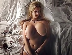 big globes girl rubbing her juicy pussy..